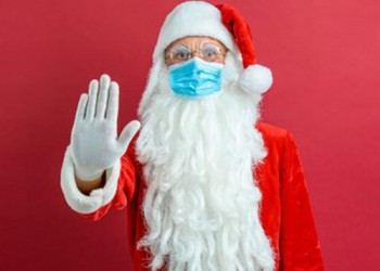 santa-claus-in-a-medical-mask-on-a-red-background_136403-9578