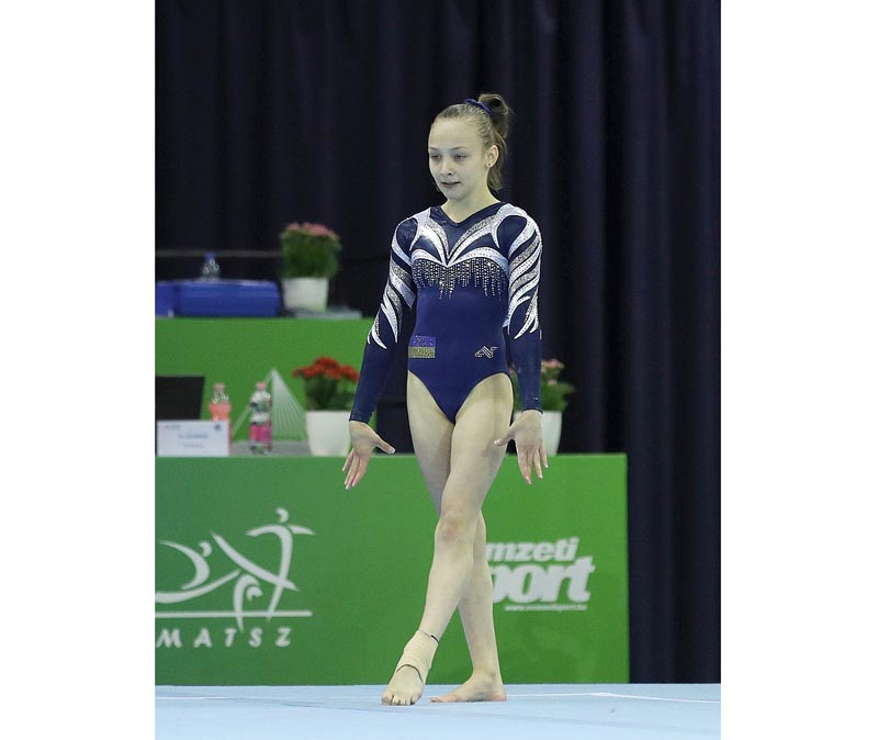800px-2019-06-28_1st_FIG_Artistic_Gymnastics_JWCH_Women's_All-around_competition_Subdivision_1_Floor_exercise_(Martin_Rulsch)_019