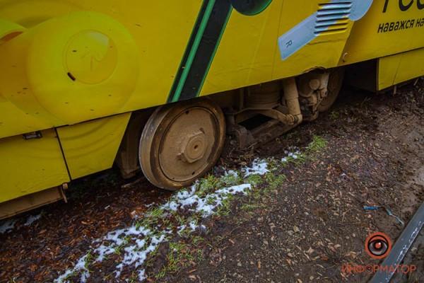 1-tramvaj-soshel-s-relsov-7