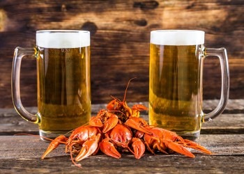 Beer_Crayfish_Wood_planks_Mug_Two_Foam_530869_1280x853