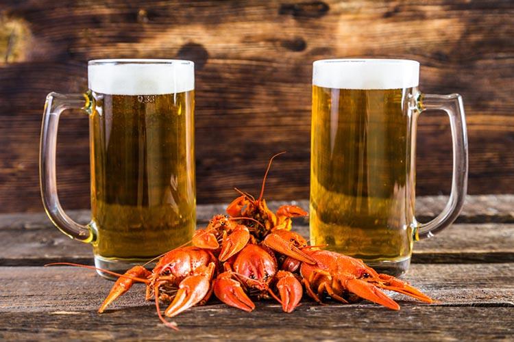 Beer_Crayfish_Wood_planks_Mug_Two_Foam_530869_1280x853