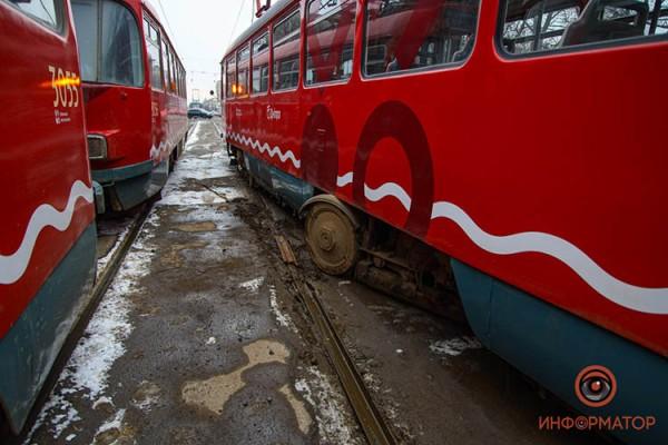 Tramvaj-soshel-s-relsov-1