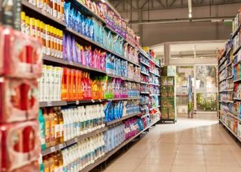 buenos-aires-argentina-июль-полные-полки-с-моющим-средством-в-супермаркете-159242035