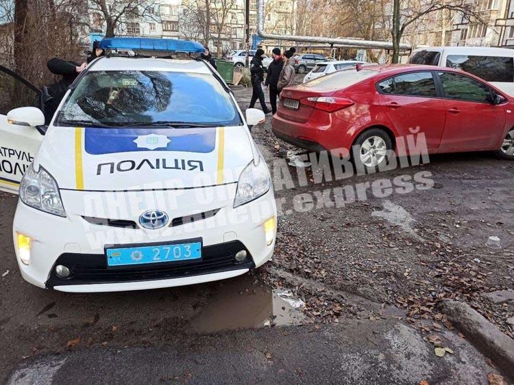 v-dnepre-na-gladkova-kia-forte-vexal-v-policeiskii-toyota-prius3-optimized