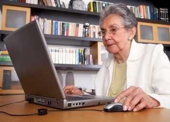 1427269292_bigstock_eldery_woman_on_a_laptop_3193474
