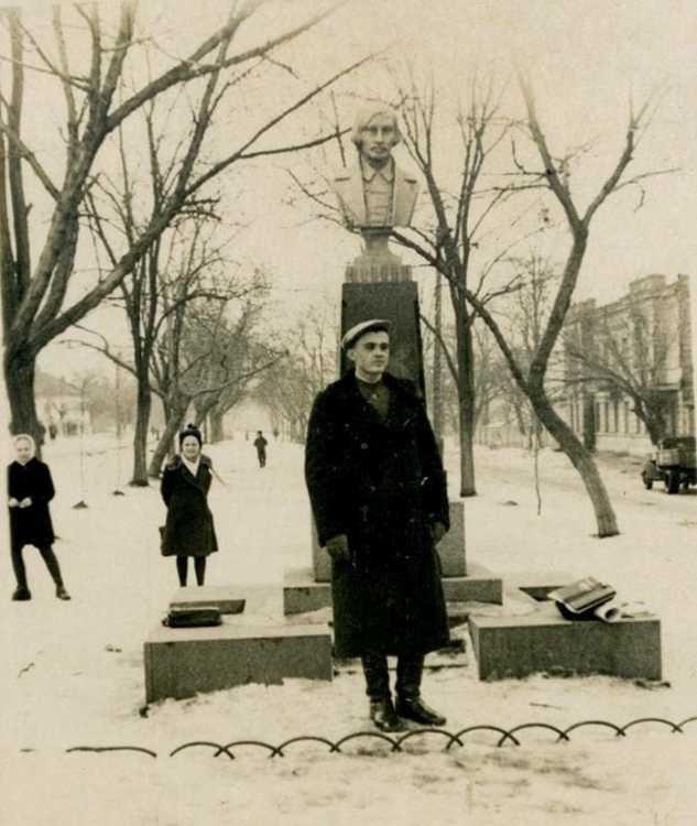 1949 год памятник Гогопю. Коллекция С. Грицаенко