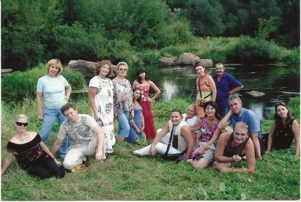 Колектив театру на батьківщині Лесі Українки у 2008 році