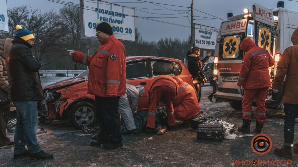 V-Dnepre-na-Pobede-stolknulis-Chevrolet-i-marshrutka-107-11-1
