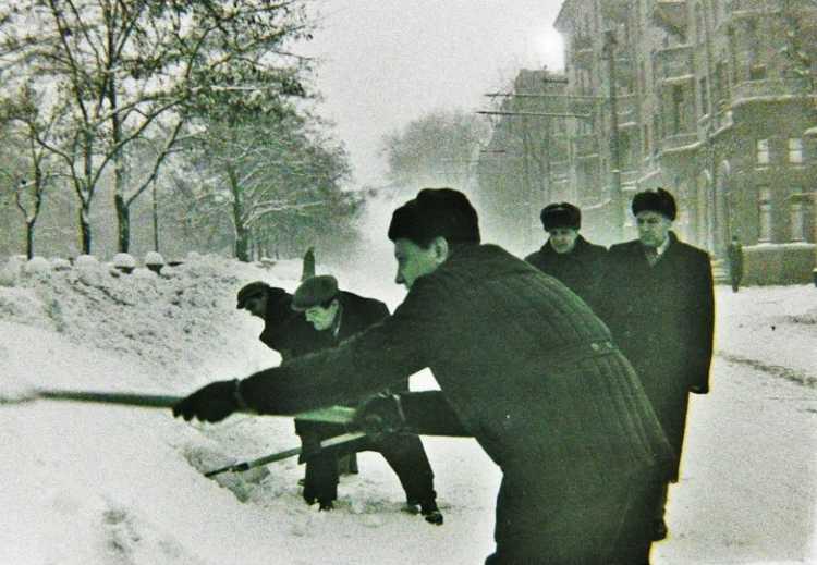 Зима 1963 снега полно
