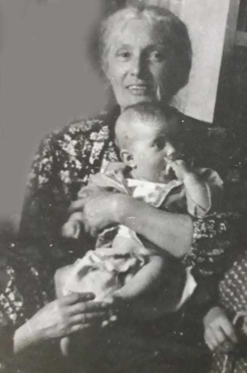 С бабулей Юлей я прожила год в Старом Крыму у ее сестры, утонувшей в море вместе со своей дочкой