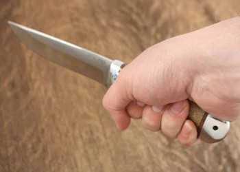 нож в руке