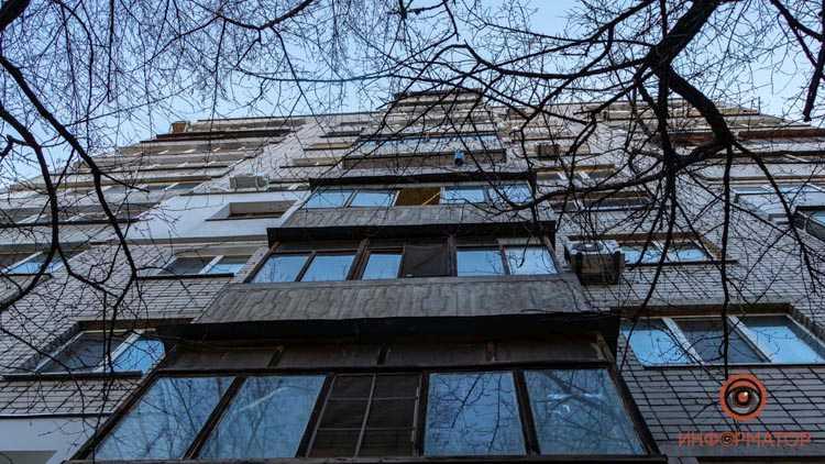 Vypal-s-balkona-1-2