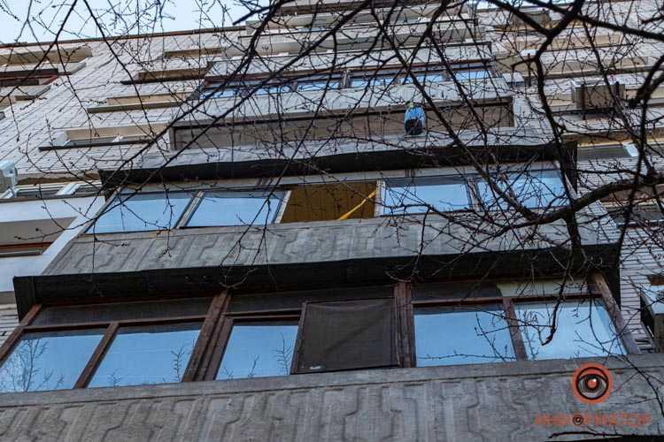 Vypal-s-balkona-5