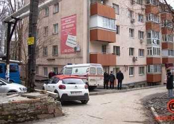 chelovek-vyprygnul-v-okno-1-iz-2
