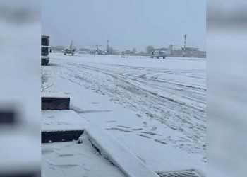dnepr-aeroport-sneg-mart