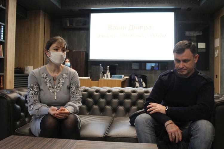 Автор книги Ирина Рева с одним из героев - Виктором Савченко