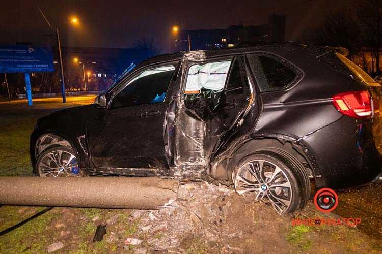 Na-Kosmicheskoj-BMW-X5-snes-stolb-02
