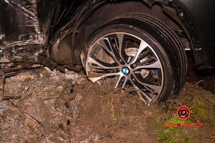 Na-Kosmicheskoj-BMW-X5-snes-stolb-03
