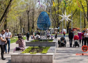 V-parke-Zelenyj-gaj-k-Pashe-ustanovili-prazdnichnye-installyatsii-01