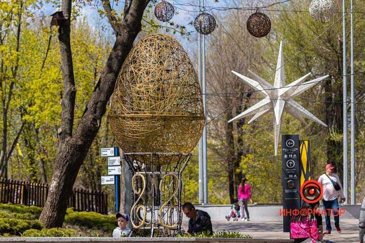 V-parke-Zelenyj-gaj-k-Pashe-ustanovili-prazdnichnye-installyatsii-15