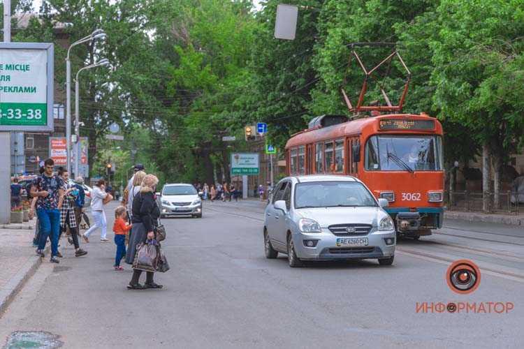 na-Chernyshevskogo-Renault-zatsepil-devushku-5