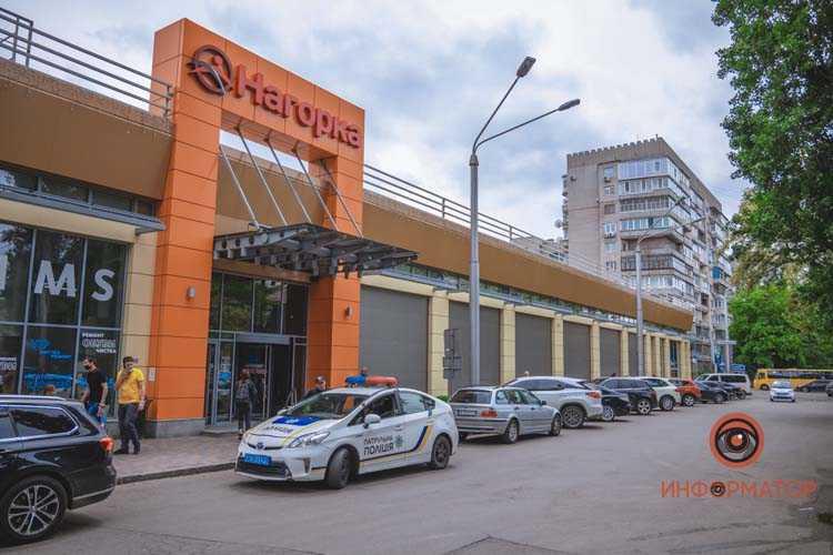 na-Chernyshevskogo-Renault-zatsepil-devushku