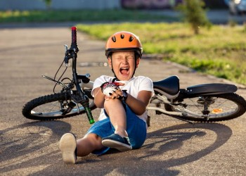 a-little-boy-crying-because-he-fell-off-the-bike_229149-1
