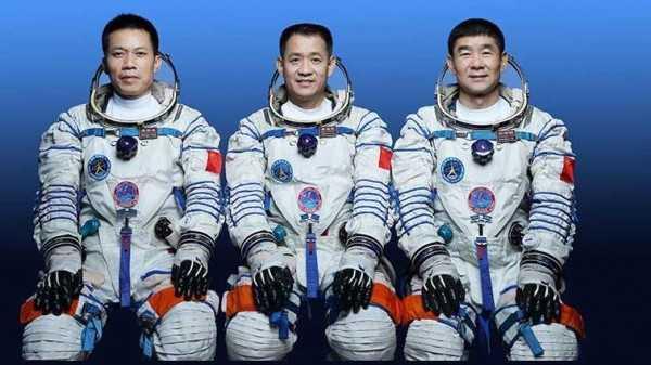 китай космонавты Shenzhou-12