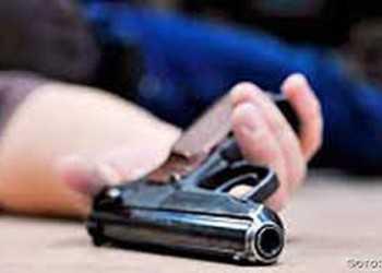 труп с пистолетом