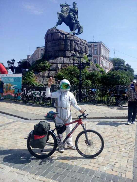 Летом 2019 года на «велодне» в Киеве Вячеслав занял первое место в конкурсе на лучший велообраз
