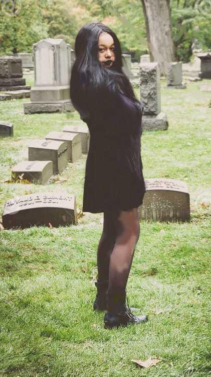 Тайный снимок бывшей жены Влада на кладбище, сделанный невесткой