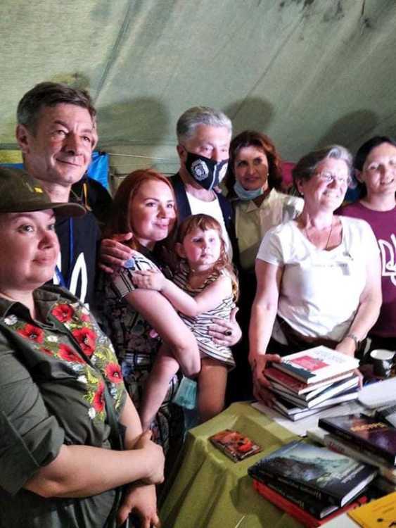 Письменниця Васіліса Мазурчук мріє, щоб її донечка Аліса і всі українські діти читали правду про війну, але в щадній формі