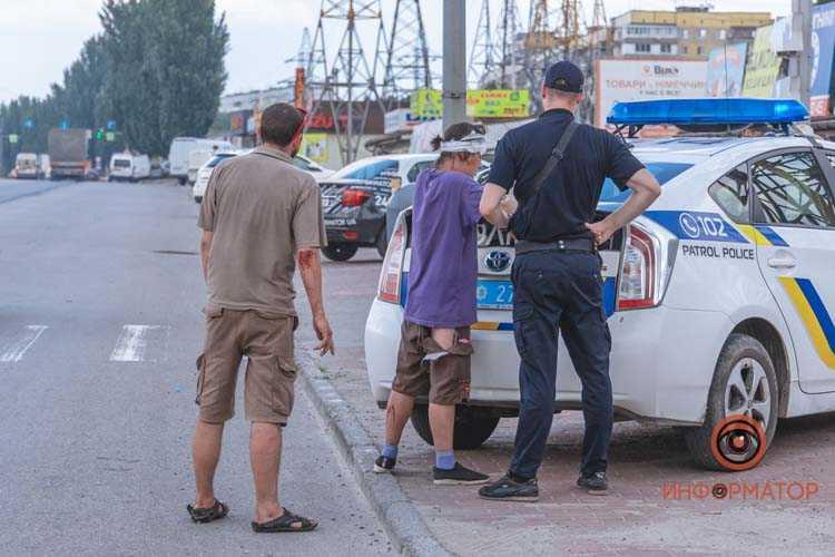 Na-Donetskom-shosse-muzhchina-i-zhenshchina-brosilis-pod-kolesa-VAZ-na-peshekhodnom-perekhode-17