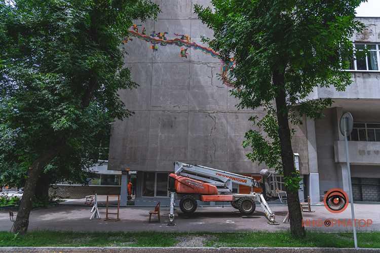 graffiti-na-stroitelnoy-akademii-7