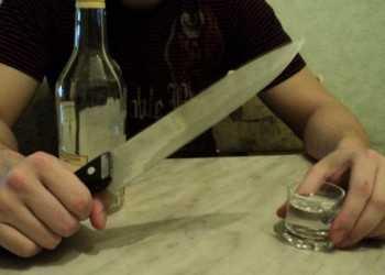 пьяный с ножом2