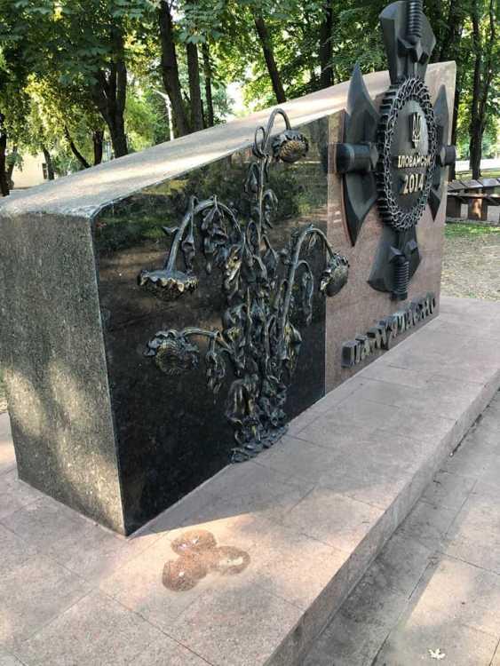 В Кривом Роге вандалы повредили два памятника