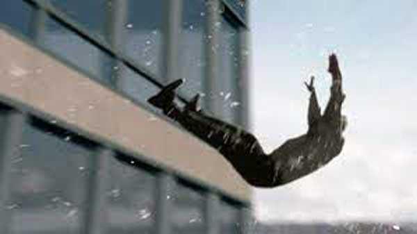 упал из окна