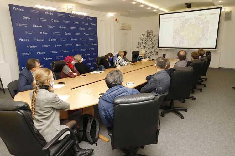 В Днепре обсуждали, стоит ли отливать пам'ятник полю из пам петровскому