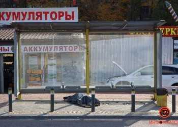 Na-ostanovke-umer-chelovek-5-iz-8